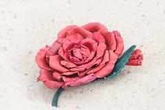 Broche hecha a mano del cuero del color de la flor Imágenes de archivo libres de regalías