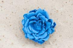 Broche hecha a mano del cuero del color de la flor Fotografía de archivo