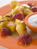 brochette caramelised frukt Royaltyfri Bild