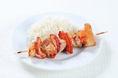 Brochette de porc avec du riz images stock