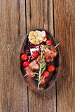 Brochette de porc avec l'ail images stock