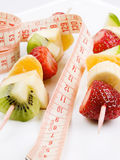 Brochette des fruits Photos stock