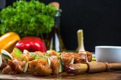 brochettes de chiche-kebab avec de la viande et des légumes image stock