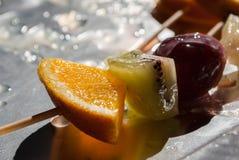 Brochettes de fruit Photos libres de droits
