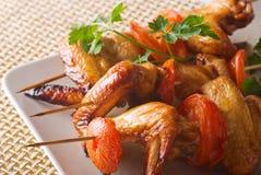 Brochettes des ailes de poulet Photos libres de droits