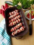 Brochettes faites maison de poulet avec le poivron rouge Photos libres de droits