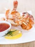 Brochettes fraîches de crevette rose Photo stock