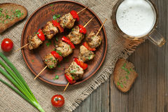 Brochettes rôties délicieuses de chiche-kebab de dinde ou de poulet Photo libre de droits
