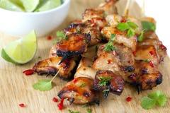 Brochettes thaïes de poulet photos stock