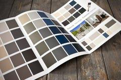 Brochure à la maison de peinture de rénovation Images libres de droits