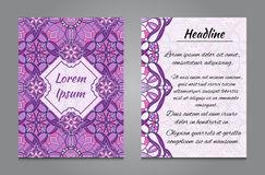Brochureontwerp met uitstekend symmetrisch ornament Stock Foto