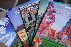 BROCHURES DE VOYAGE POUR LA POLOGNE photos stock