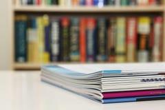 Brochures op Lijst Stock Afbeelding