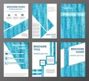Brochures in veelhoekige stijl worden geplaatst die Royalty-vrije Stock Fotografie