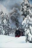 Brocken-Eisenbahn in der Winterlandschaft stockfotografie