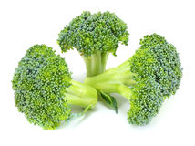 Brocoli cru d'isolement sur le fond blanc Images stock
