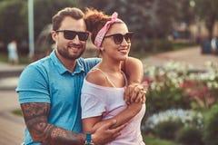 Brodata samiec ściska jego pięknej rudzielec żony podczas gdy stojący w parku Szczęśliwa wiek średni para podczas datować outdoor obrazy royalty free