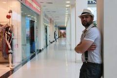 Brodatego mężczyzna salowy centrum handlowe zdjęcie stock