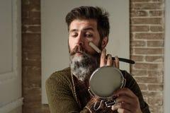 Brodaty mężczyzna - domowy broda styl Portret elegancka mężczyzna broda Fryzjer męski prosta żyletka, zakład fryzjerski Rocznika  obrazy stock