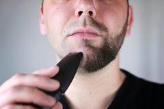 Brodaty mężczyzna golenie Zdjęcie Royalty Free