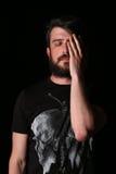Brodaty mężczyzna z ręką na jego twarzy zakończenie W górę czerń Obrazy Royalty Free