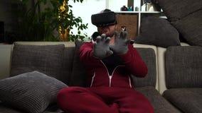 Brodaty mężczyzna z, rzeczywistość wirtualna szkła gemowi lub zbiory wideo