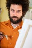 Brodaty malarz w jego studiu Zdjęcia Royalty Free