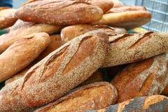 Broden van brood op markt Royalty-vrije Stock Foto