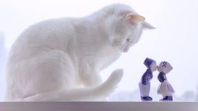 Broder Snow Watching ett kyssande par arkivbild