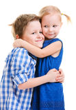 broder som kramar systern Royaltyfria Bilder
