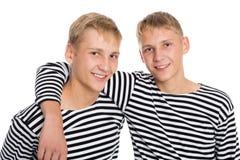 Broder som kramar varje tvilling- broder Royaltyfri Bild