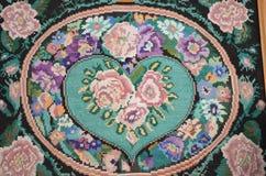Broderade blommor på kanfas royaltyfria bilder