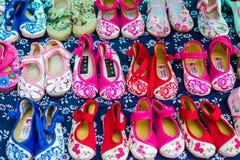 broderade skor Arkivbilder