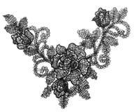 Broderat blom- snör åt tygklippning, isolerad torkdukeblommavit royaltyfria bilder