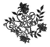 Broderat blom- snör åt tygklippning, isolerad torkdukeblommavit royaltyfri foto