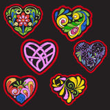 Broderi med mönstrad förälskelsehjärta på svart bakgrund royaltyfri illustrationer