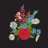 broderie Bouquet avec des roses et des marguerites Photo stock