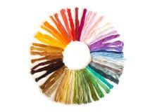 Broderie croisée de point de couleur sur le fond blanc Fabr coloré Photos libres de droits
