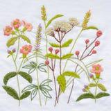 Broderie fabriquée à la main de fleur image stock