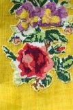 Broderie sur le tissu jaune Images libres de droits