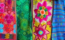 Broderie traditionnelle de serape coloré mexicain Photos libres de droits