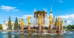 Broderskap av folkspringbrunnen på VDNKh arkivfoto