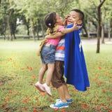 BrodersysterElementary Childhood Kid skämtsamt begrepp Royaltyfri Bild
