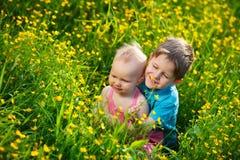 Broer en weinig zuster stock afbeeldingen