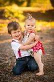 Broer en zuster het koesteren Royalty-vrije Stock Fotografie