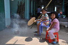 Broer en zuster in Landelijke markt Vietnam Stock Foto's