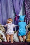 Broer en zusterkinderdagverblijf Stock Foto's