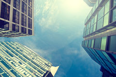 Bürogebäude-nahes hohes Stockfotos