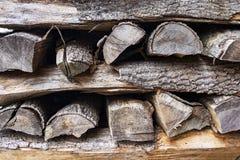 Brogować drewno bele, krzyż deseniowa metoda obrazy stock