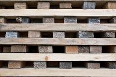 Brogować drzewne drewno bele Zdjęcia Stock
